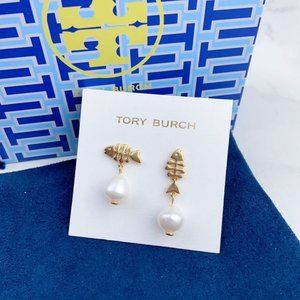 Tory Burch Asymmetric Small Fish Pearl Earrings